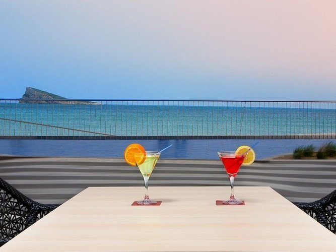 Bar-terraza villa del mar hotel benidorm